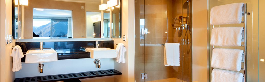 the-spire-hotel-luxury-suite-bathroom
